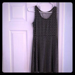 Black/white dress